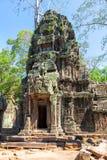 Las ruinas antiguas de un templo histórico del Khmer en el compl del templo Fotografía de archivo libre de regalías
