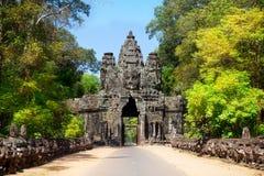 Las ruinas antiguas de un templo histórico del Khmer en el compl del templo Foto de archivo libre de regalías