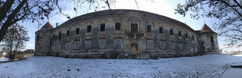 Las ruinas de Banffy se escudan en Bontida, país de Cluj Foto de archivo libre de regalías