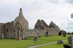 Las ruinas de Clonmacnoise en Irlanda Imágenes de archivo libres de regalías