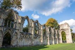 Las ruinas de la abadía del ` s de St Mary en York Fotos de archivo
