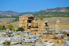 Las ruinas de la ciudad antigua de Hierapolis Foto de archivo libre de regalías