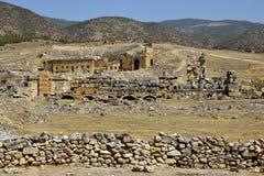 Las ruinas de la ciudad antigua de Hierapolis Fotografía de archivo libre de regalías