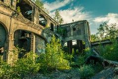 Las ruinas de la fábrica Imágenes de archivo libres de regalías