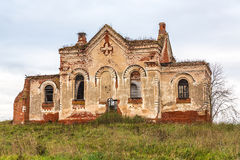 Las ruinas de la iglesia ortodoxa vieja Fotos de archivo libres de regalías