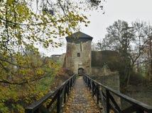 Las ruinas de Lukov en las colinas vrchy de Hostynske acercan a la ciudad Zlin Imágenes de archivo libres de regalías