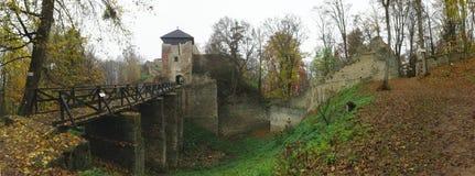 Las ruinas de Lukov en las colinas vrchy de Hostynske acercan a la ciudad Zlin Imagen de archivo