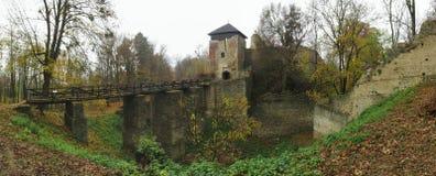 Las ruinas de Lukov en las colinas vrchy de Hostynske acercan a la ciudad Zlin Foto de archivo libre de regalías