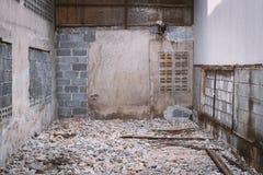 Las ruinas de un almacén abandonado Fotos de archivo