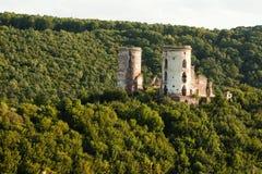 Las ruinas de un castillo viejo en el pueblo de Chervonograd ucrania imagen de archivo
