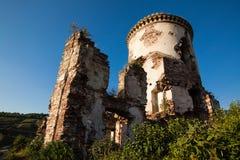Las ruinas de un castillo viejo en el pueblo de Chervonograd Ukrai fotografía de archivo libre de regalías