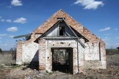Las ruinas de un edificio de ladrillo Imágenes de archivo libres de regalías
