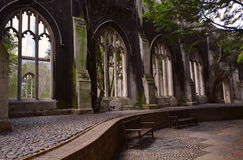 Las ruinas de una abadía vieja convirtieron en el jardín Fotografía de archivo libre de regalías