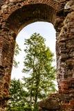Las ruinas de una iglesia vieja Fotografía de archivo libre de regalías