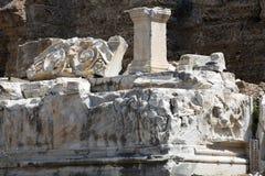 Las ruinas del amphitheatre romano antiguo en lado Foto de archivo