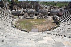 Las ruinas del amphitheatre romano antiguo en lado Fotografía de archivo