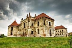 Las ruinas del castillo de Banffy en Bontida fotografía de archivo libre de regalías