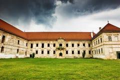 Las ruinas del castillo de Banffy en Bontida foto de archivo