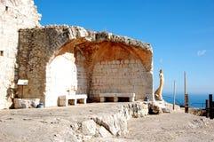 Las ruinas del castillo viejo en la tapa de Eze cultivan un huerto. Imagenes de archivo