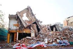 Las ruinas del edificio después de la demolición del Foto de archivo libre de regalías