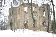 Las ruinas del pueblo Niwnice Polonia del monasterio imagenes de archivo