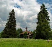 Las ruinas melancólicas de la iglesia vieja de Gogol imagen de archivo