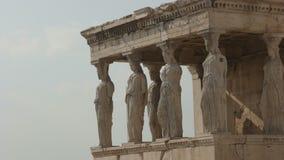 Las señoras del erechthion en la acrópolis en Atenas, Grecia almacen de metraje de vídeo