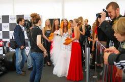 Las señoras jovenes se preparan para la competencia Fotografía de archivo libre de regalías
