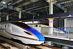 Las series E7 shinkansen el tren de bala de alta velocidad Imagenes de archivo