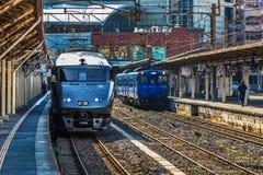 Las 787 series un tren expreso limitado en la estación de Nagasaki Imagen de archivo libre de regalías