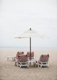 Las sillas de cubierta - copie el espacio. Imagen de archivo