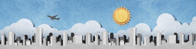 Las siluetas del panorama de la ciudad reciclaron el arte de papel Foto de archivo libre de regalías