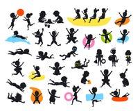 Las siluetas fijadas de niños del tiempo de verano en el salto de la natación de la playa que saltaba jugando la bola, haciendo d ilustración del vector