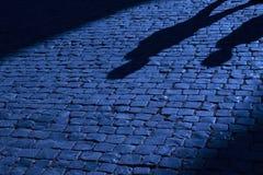 Las sombras proyectaron en la calle Foto de archivo libre de regalías