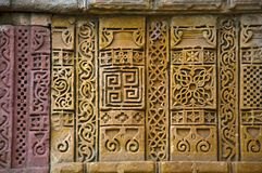 Las tallas de piedra en la pared externa de Jami Masjid Mosque, la UNESCO protegieron el parque arqueológico de Champaner - de Pa Fotografía de archivo libre de regalías