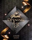 Las tarjetas elegantes de la invitación de la gran inauguración con la cinta y el círculo del oro modelan el fondo