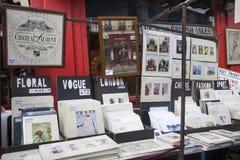Las tarjetas hermosas para la venta en el mercado de Portobello cerca de Notting Hill bloquean Londres Imagen de archivo libre de regalías
