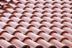 Las tejas de tejado se cierran encima del detalle Imagen de archivo libre de regalías