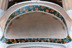 Las tejas decorativas parquean el guell, Barcelona, España Fotografía de archivo