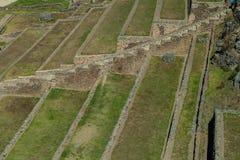 Las terrazas agrícolas del inca en Ollantaytambo foto de archivo