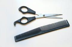 Las tijeras y el peine imagen de archivo