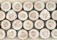 Las tiras de madera cortadas sierra de abeto imágenes de archivo libres de regalías