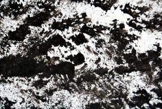 Las tonalidades blancas negras de la pintura, puntos ponen en contraste el fondo de pintura de la acuarela, fondo del extracto de fotografía de archivo libre de regalías