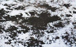 Las tonalidades grises blancas negras de la pintura, puntos ponen en contraste el fondo de pintura de la acuarela, fondo del extr imagen de archivo libre de regalías