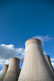 Las torres de enfriamiento de un carbón encendieron la central eléctrica otra vez Imágenes de archivo libres de regalías