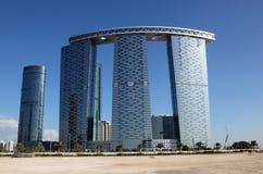 Las torres de la puerta en Abu Dhabi Foto de archivo