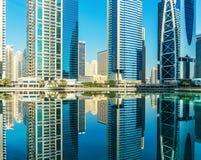 Las torres de los lagos Jumeirah en Dubai fotografía de archivo libre de regalías