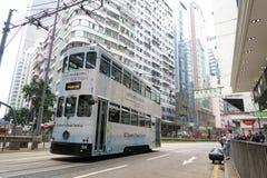Las tranvías del autobús de dos pisos son atracción turística en Hong Kong fotos de archivo libres de regalías