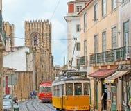 Las tranvías en Lisboa vieja Imagen de archivo libre de regalías