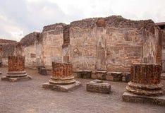 Las tres columnas quebradas Foto de archivo libre de regalías